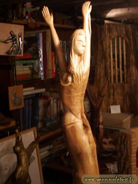 Danseuse ; Sculpture en Lilas.