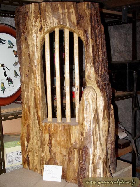 Et si la prison c'était…dehors ; Sculpture en Frêne.
