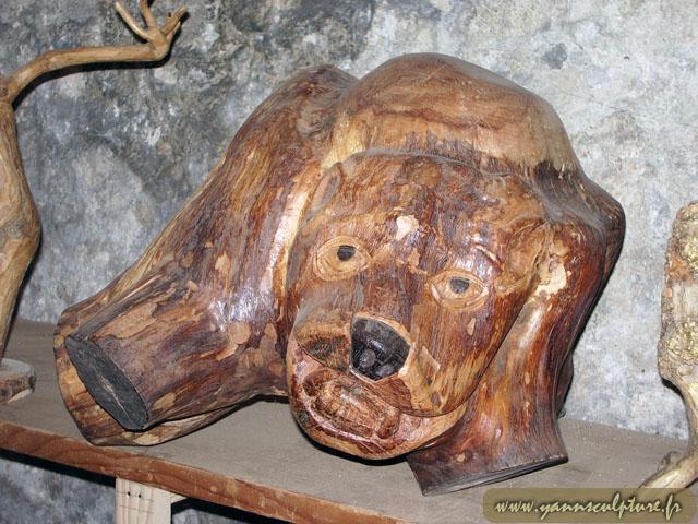 L'ours ; Sculpture en Poirier.