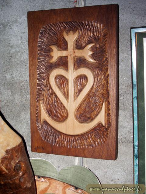 Croix camarguaise ; Sculpture en Hêtre.