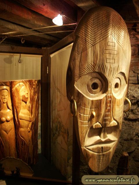 Masque féminin ; Sculpture en Noyer.