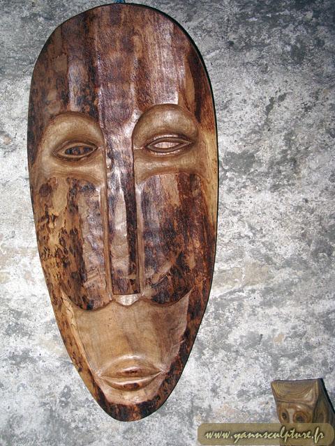 Masque masculin ; Sculpture en Noyer.