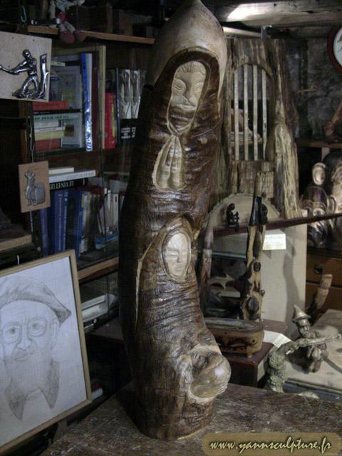 La Sainte Famille ; Sculpture en Olivier.