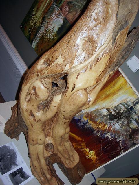 Fantasmagorie ; Sculpture en Olivier.