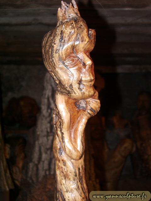 Le Penseur ; Sculpture en Cep de vigne.